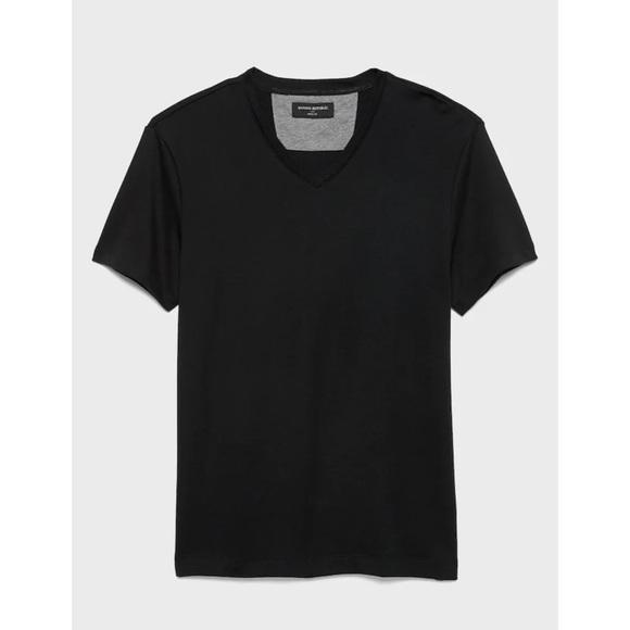 NWOT BANANA REPUBLIC Men's Black Vneck Shirt